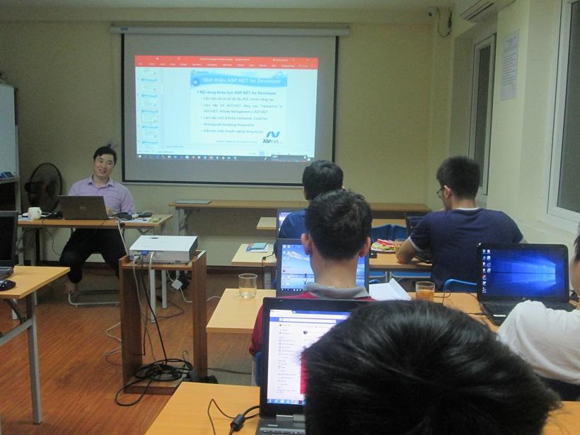 Khóa Học lập trình ASP.NET tại Stanford