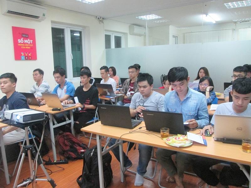 Chuẩn bị khai giảng khóa học lập trình C/C++ cho người mới